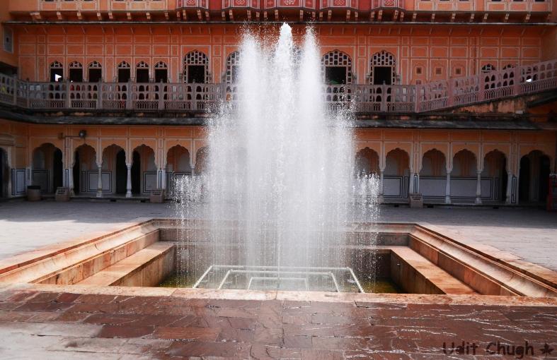 jaipur- hawa mahal, fountain